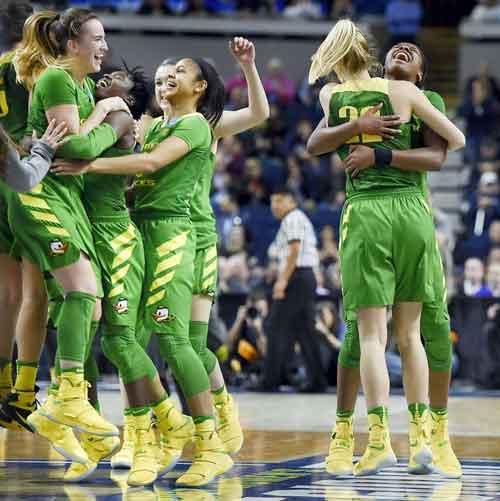 Bookie Favors Oregon Women's Basketball